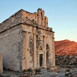 photo of church ofepiskopi, Sikinos, travel & discover mysterious Greece