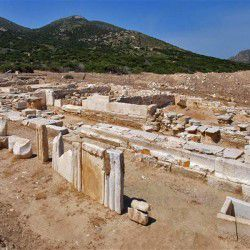 photo of remnants, Despotiko, travel & discover mysterious Greece