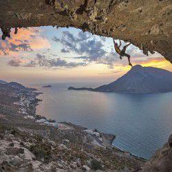 Rock climbing © Shutterstock