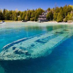 Sunken boat © Cnn.gr