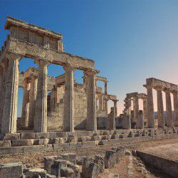 Temple of Athens © Aphaia Shutterstock