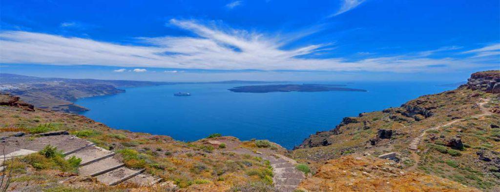 TravelExperiences_Santorini_shutterstock_180352127