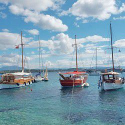 photo of sailboats, HAPPENING NOW:Spetses Classic Regatta, travel & discover mysterious Greece