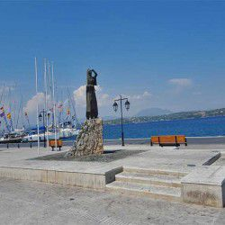 photo of bouboulina statue, One Million Words, travel & discover mysterious Greece
