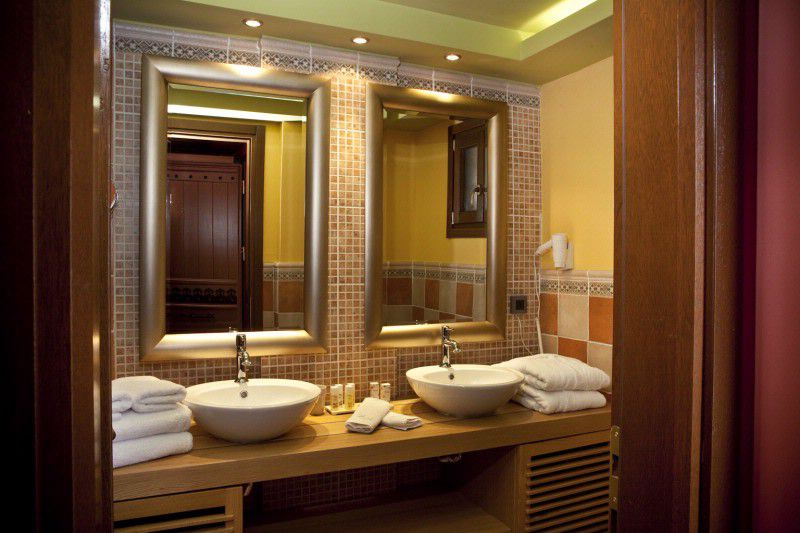 Bathroom of Deluxe Suite
