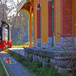 photo of moutzouris train, One Million Words, travel & discover mysterious Greece