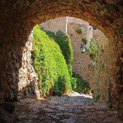photo of medieval alleys, One Million Words, travel & discover mysterious Greece