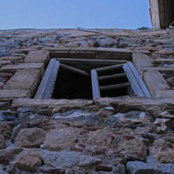 photo of old window, One Million Words, travel & discover mysterious Greece