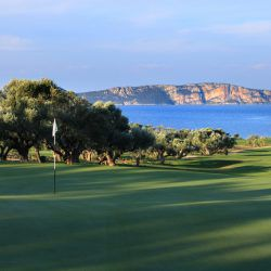 Hole 14 || The Bay Course © Costa Navarino