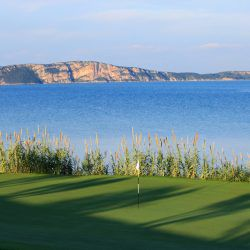 Hole 5 || The Bay Course © Costa Navarino