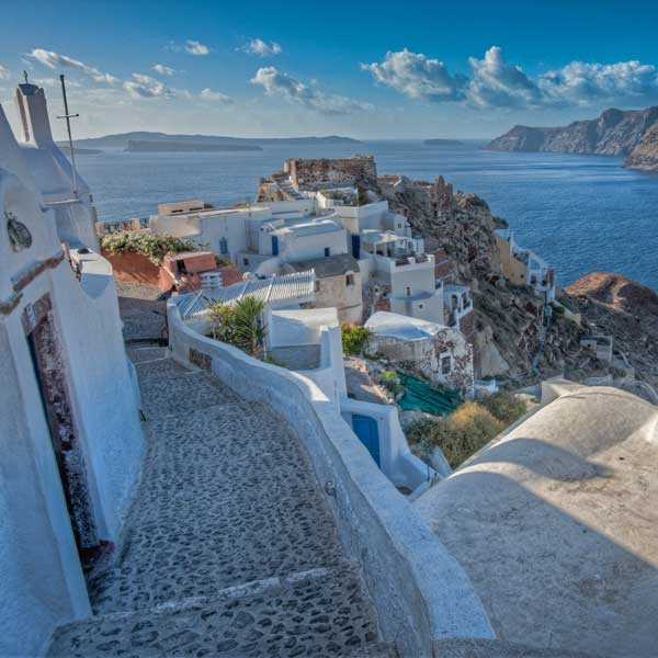 photo of walk oia, Reasons Why You Should Visit Santorini This Fall, travel & discover mysterious Greece