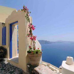 photo of entrance of ilivatos villa, Ilivatos Villa: On the edge of the Caldera, travel & discover mysterious Greece