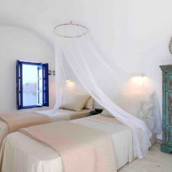 photo of guest house  ilivatos villa, Ilivatos Villa: On the edge of the Caldera, travel & discover mysterious Greece